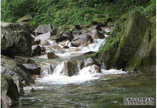 上午真人cs野战+攀岩+中午趣味野炊+下午园山溪谷爬山+返程
